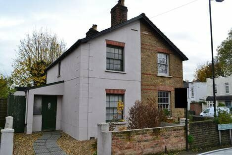 *Beautiful Cottage* Large three bedroom cottage mixing period features with contemporary living.