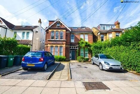 *** Neautrally Decorated 1 Bedroom Garden Flat Within Walking Distance To Sydenham Station ***