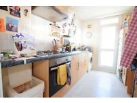 Beautiful 2 bedroom right next to clapham junction station!!!