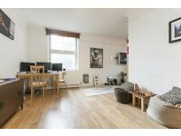 Large Apartment Moments from Tower Bridge. Lovely Surroundings of St Katherines Docks.