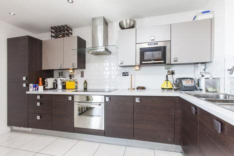 *Beautiful 2 bed apartment in the heart of Canary Wharf with fantastic transport link to City*