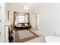 three bedroom property close to oval station!!!