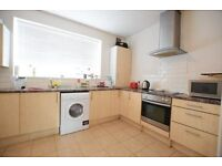 2 bed walking distance from Vauxhall Station - available july - call to book a viewing!