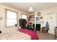 ** Bright and Spacious ** Large 3 bedroom Flat in East Dulwich, seperate Kitchen to Lounge.