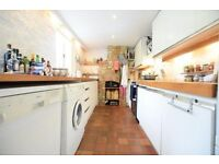 Beautiful 3 bed near oval station
