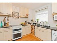 Nice three bedroom property close to oval station!!!