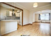 BEAUTIFUL TRADITIONAL 3 BEDROOM** AMAZING TRANSPORT LINKS