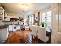Large Apartment, Oak Wooden Flooring, Seperate Kitchen and Reception. Seconds From The Station