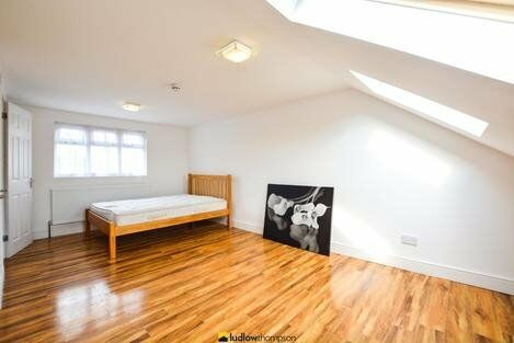 Spacious 5 Bedroom on Uxbridge Road