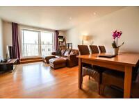Beautiful bright 2 bedroom apartment, En-suite, private balcony close to canning town station