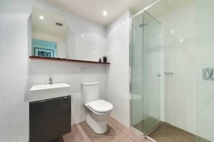 NICE&CLEAN APARTMENT FOR FEMALE ONLY!! In city available!!
