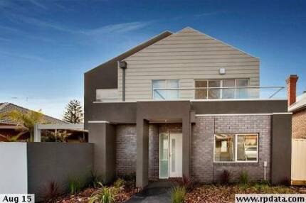 SEPARATE HOME OFFICE OR EXECUTIVE LIFESTYLE  LIVING - YOUR PICK Thornbury Darebin Area Preview