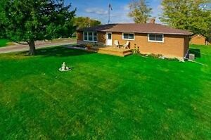 Newly Renovated Bungalow in Ancaster!