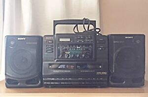 Sony Stereo - CD, 2 cassettes, radio, 2 removable speakers