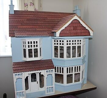 DOLLS HOUSE 1/12 SCALE & ALL INTERIOR CONTENTS