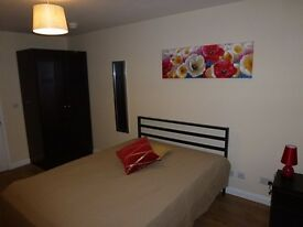 Modern double room with ensuite, WIFI, Swindon town centre, all bills included.