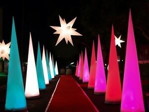 4 LED cones - 3m high - Almost new - presque neufs