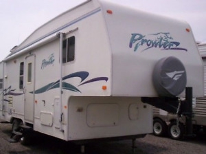 27.5 Ft Prowler 5th Wheel
