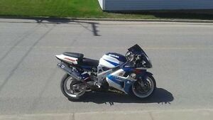 Tl1000 V-TWIN tl1000R (tres rare) gsxr2cylindre
