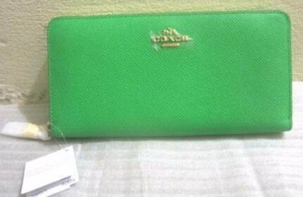 NEW AUTHENTIC GREEN COACH ZIP WALLET CROSSGRAIN LEATHER Sydney City Inner Sydney Preview