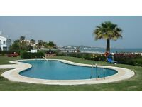 Front Line beach, 2 bed 2 bath apartment. Close to restaurants, bars & shops. 20 mins Marbella.