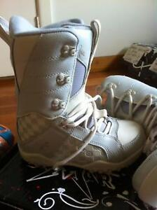 Brand new Lamar Snowboard boots - Size 6 Female/Youth