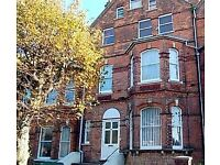 Spacious 3 Bed Maisonette 10min from train station/ 5min town (No contract or agent fees)