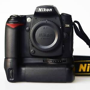 Nikon D90 with Battery grip and 2 batteries