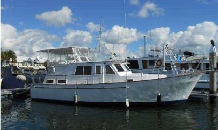 boat - game fishing and live aboard  command deck cruiser
