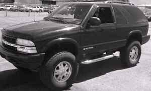 Lifted 2000 chevy blazer 4x4 manual transmission AS-IS TRADE London Ontario image 3