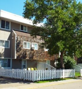 Excellent Location 3bdrm TownHouse in Rundle Heights  July 1st