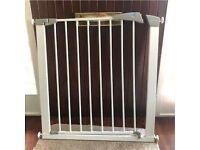 Lindam pressure mount stair/doorway gate