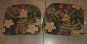2 patio chair seat cushions, other patio cushions, lounge chair Kitchener / Waterloo Kitchener Area image 1