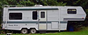 1996 - 26 ft Travel Mate 5th Wheel