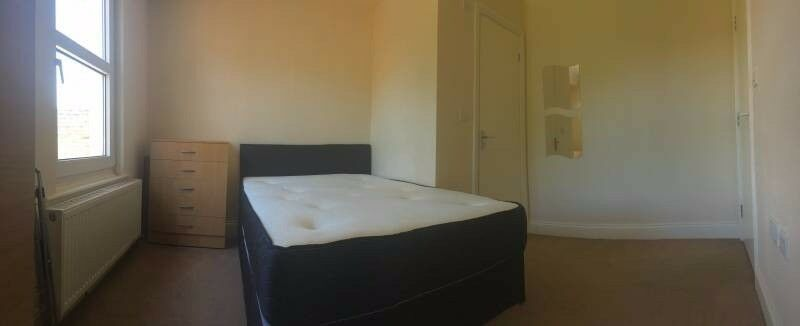 Furnished double room with ensuite - bills included