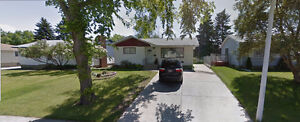 HOUSE FOR SALE IN SHERWOOD PARK, OWNER FINANCING AVAILABLE