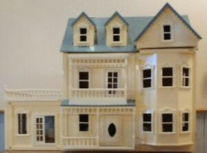 2 1/2 Story Doll House