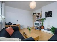 Superb Three Double Bedroom Apartment Moments From Tooting Bec Underground Station - SW17.