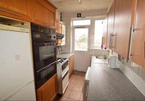 ***SPACIOUS 3/4 BEDROOM HOUSE ONLY £1,350. AVAILABLE NOW***