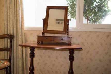 Victorian mahogany dressing mirror with drawers