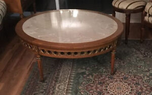 Table basse ronde style Louis XVI