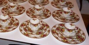 Service de vaisselle Royal Albert Old Country Roses (001)