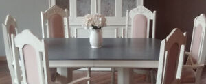 Beautiful dining table/chairs
