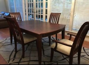 Beautiful 8 piece rosewood and cherry table and hutch