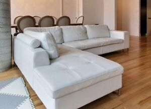 White leather sectional sofa / Maison Corbeil sectionnel blanc