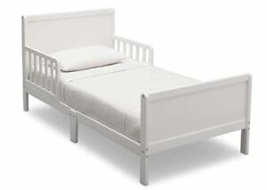 Toddler Bed, White new in box