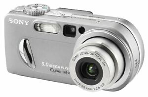 Caméra Sony DSCP10 Cyber-Shot 5MP Digital Camera w/ 3X Zoom