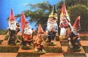 SUPERCAST REF 0493  -   9 GARDEN GNOME CHESS SET REUSABLE LATEX MOULDS / MOLDS