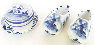 Delft Blue pair of Small Ceramic Clogs 2 ½ in Long  plus+ West Island Greater Montréal image 1
