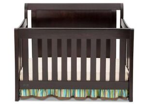 Set of Delta espresso crib 4 in 1 with dresser and change table